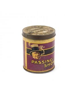 Boîte ancienne cigarette passing show