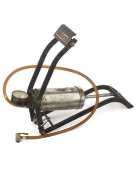 Ancienne pompe à air